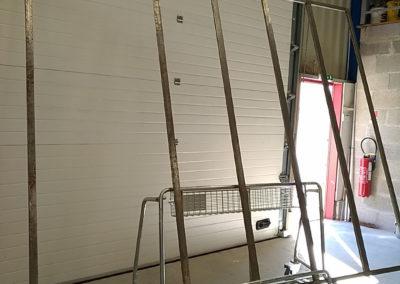 Grande verrière et escalier moderne